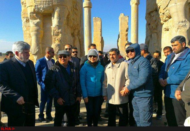 Ahmadineja_kourosh_perspolis3.jpg