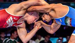 iran_usa_wrestling_small.jpg