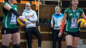 IRI-women_volleyball_lesioners_small.jpg