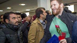 USWrestling_arrives_kermanshah-small.jpg