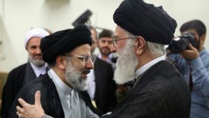 ebrahimRaeisi_with_khamenei_small.JPG