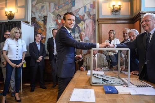 Macron_500.jpg