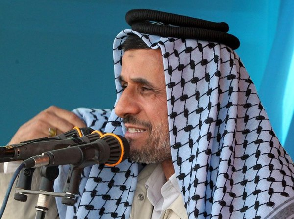 gooya news :: didaniha : تصاویر احمدی نژاد با لباس هموطنان ...