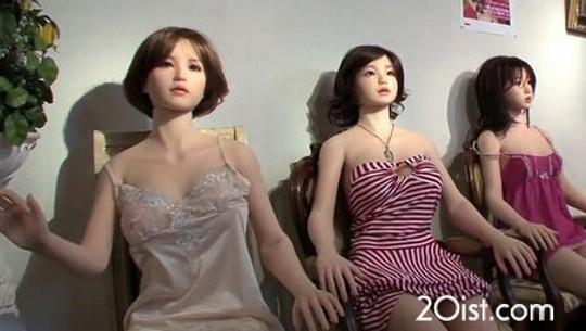 زن مصنوعی چینی برهنه